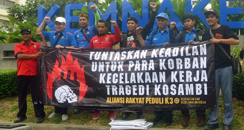 Aksi Rakyat Peduli K3 - Menuntut keadiloan bagi para korban kecelakaan kerja tragedi kosambi.