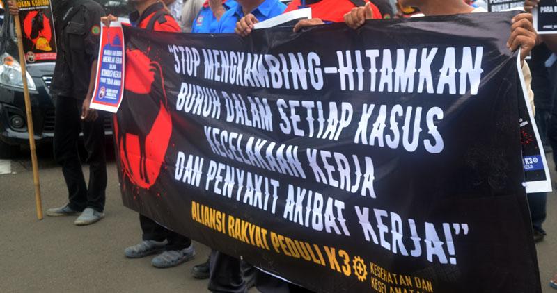 Aksi Aliansi Rakyat Peduli K3 di Gedung Kemenaker menuntut perbaikan kondisi K3 di Tempat Kerja.