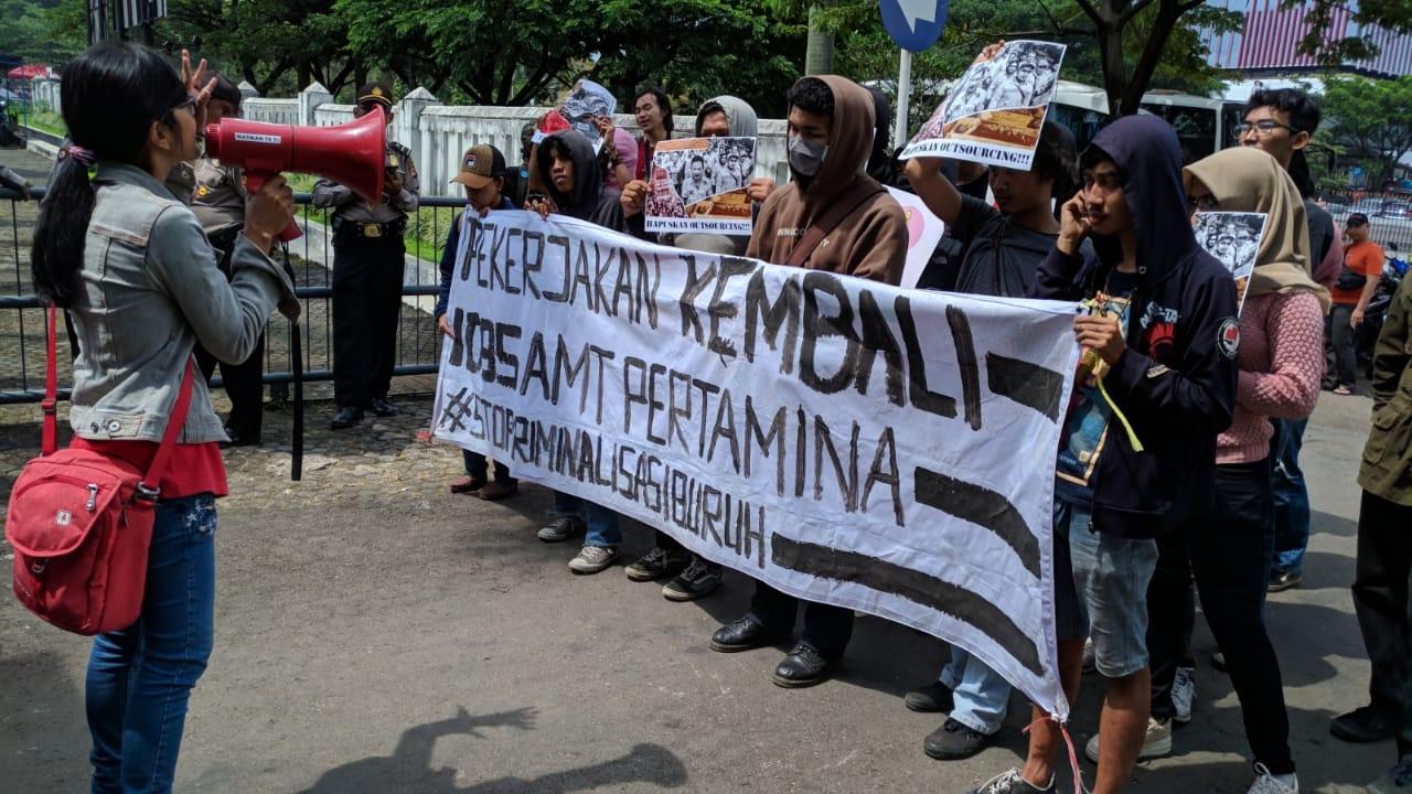 Bantah Tudingan Bajak Dua Mobil Tangki, Solidaritas Buruh AMT Geruduk Kantor Cabang Pertamina